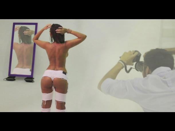 Fotos: Tilsa Lozano sin censuras en backstage de calendario