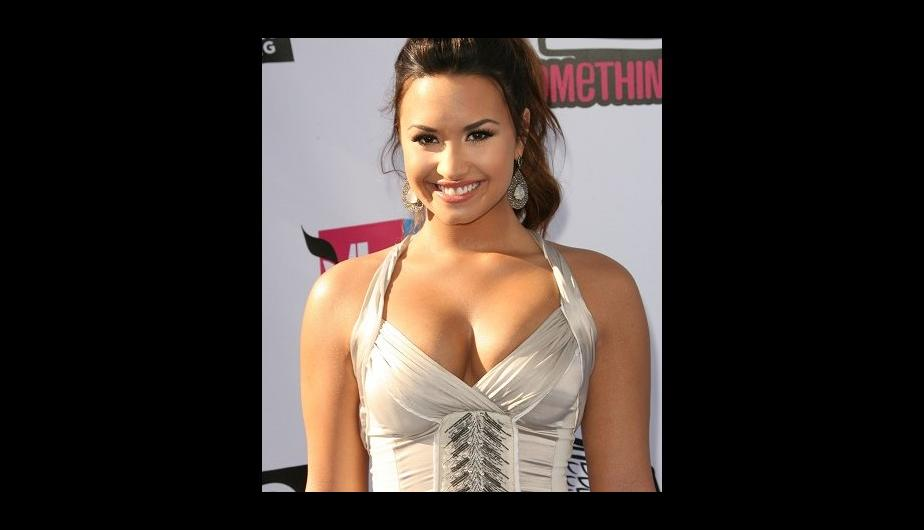 Fotos: Los elegantes escotes de Demi Lovato