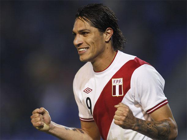 VIDEO: Paolo Guerrero se cambiar&iacute;a de camiseta
