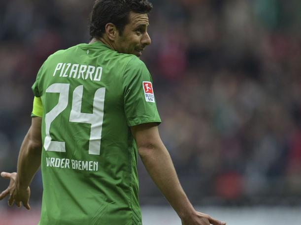 VIDEO: &iquest;A manera de despedida? Claudio Pizarro firma camisetas del Bremen
