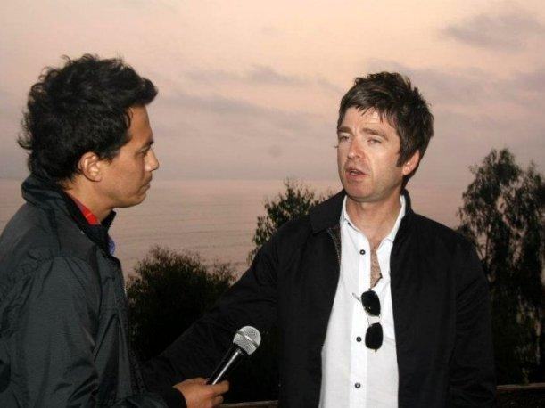 VIDEO: Vea el encuentro entre Noel Gallagher e integrante de 'Bareto'