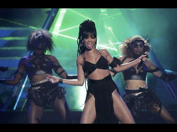Rihanna deslumbra con show en la final de American Idol