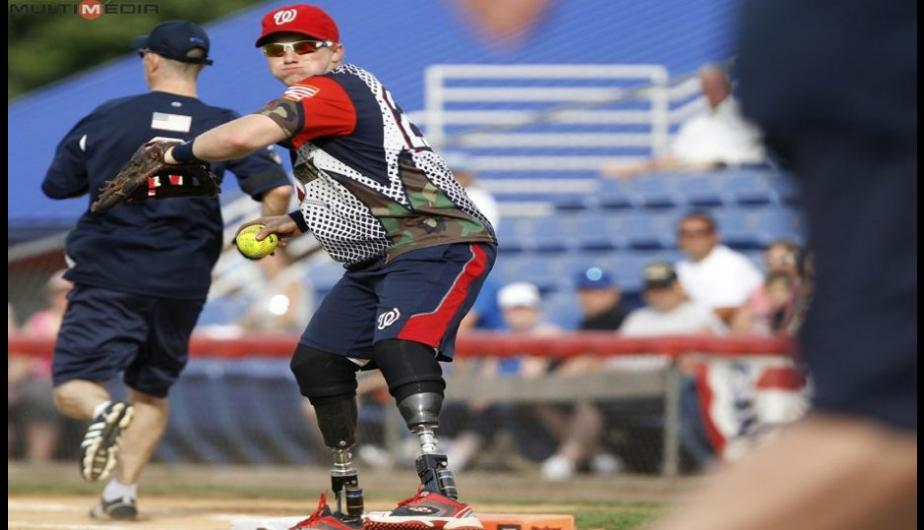 FOTOS: Veteranos de guerra juegan softball en EEUU