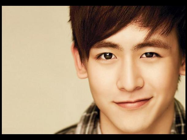 "Corea: Nichkhun de 2PM interpreta ""Just the way you are"" de Bruno Mars en concierto"