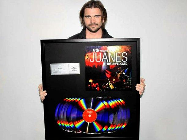 Juanes MTV Unplugged consigue 12 discos de platino