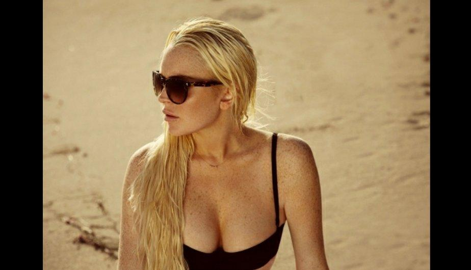 FOTOS: Lindsay Lohan luce su figura con un bikini vintage 