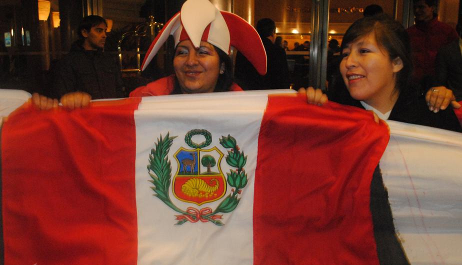 FOTOS: Hinchas peruanos alentaron con todo a la selecci&oacute;n en Uruguay