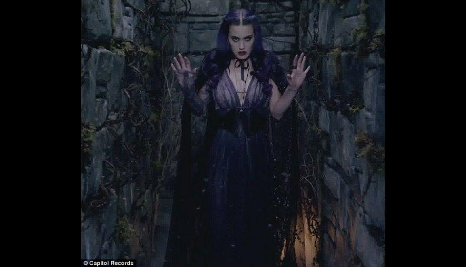 FOTOS: Katy Perry se venga de exesposo en nuevo video Wide Awake