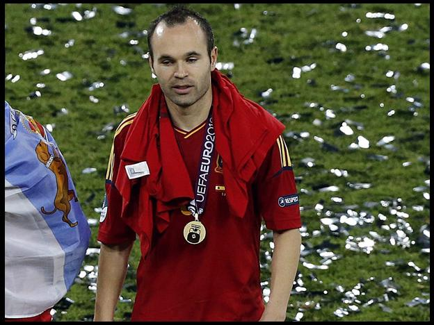 Andr&eacute;s Iniesta es elegido el mejor jugador de la Eurocopa 2012