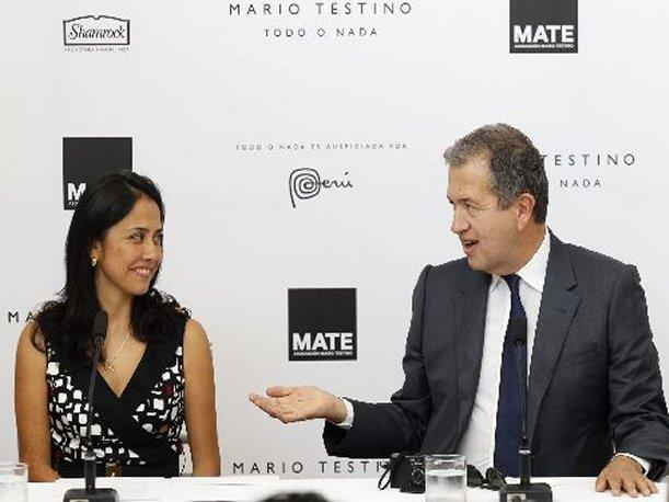 Mario Testino recibe el agradecimiento de Nadine Heredia 