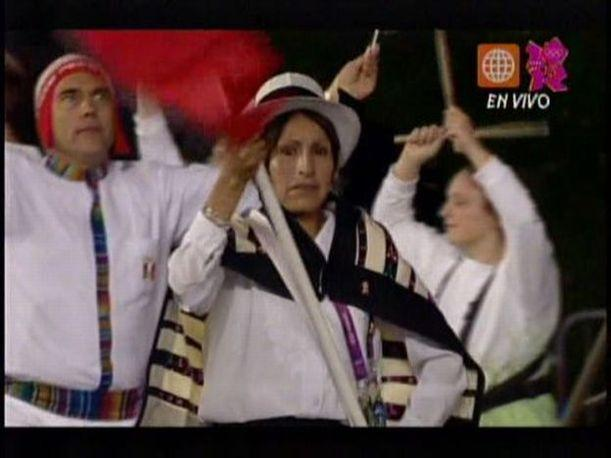 Londres 2012: La bandera peruana se paseó por el Estadio Olímpico (VIDEO)