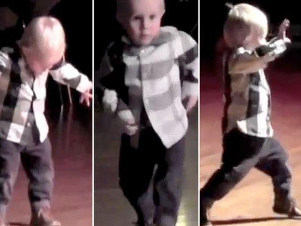 Bebé que se mueve al ritmo de Elvis Presley causa furor en YouTube (VIDEO)