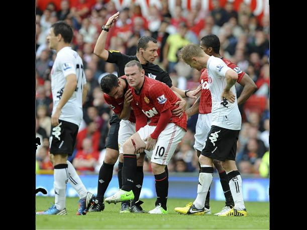 Wayne Rooney sufre terrible corte en victoria del Manchester United (VIDEO)