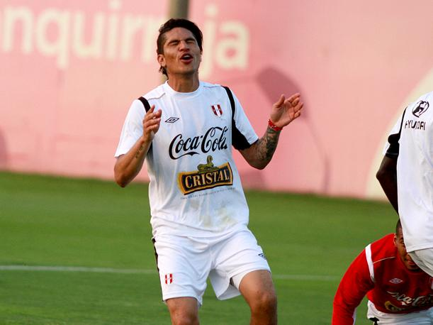 Paolo Guerrero no pudo entrenar con normalidad en la selecci&oacute;n (VIDEO)