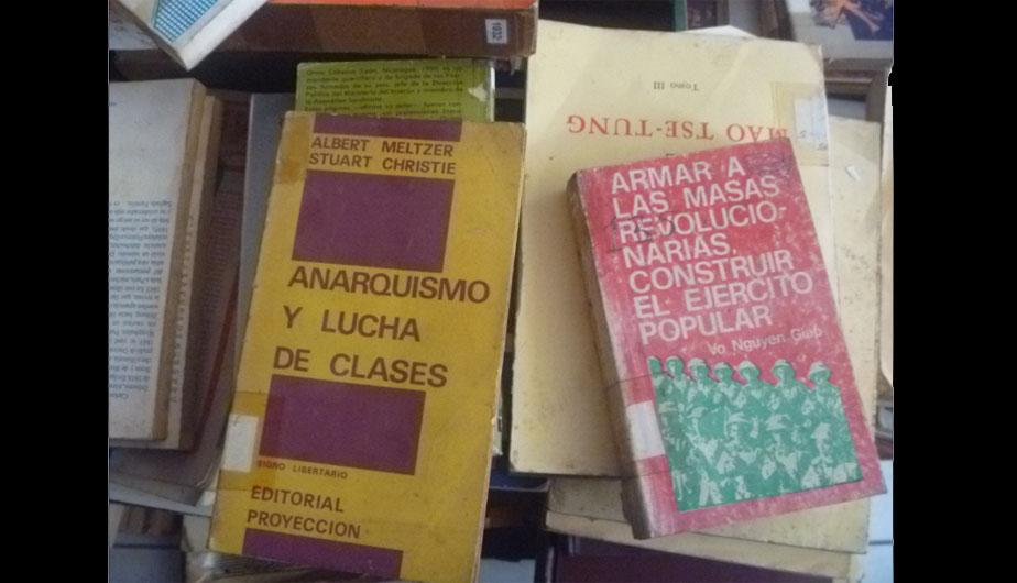 Mira el mu&ntilde;eco de Abimael Guzm&aacute;n, sus libros y dem&aacute;s objetos incautados (FOTOS)
