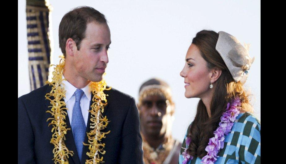 Kate y William durante su llegada a Honiara (EFE)