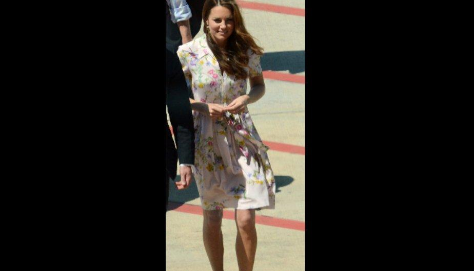 Kate Middleton tiene un accidente de moda y casi ense&ntilde;a m&aacute;s de la cuenta (FOTOS)