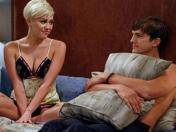 Two And A Half Men: Miley Cyrus se mete en la cama de Ashton Kutcher