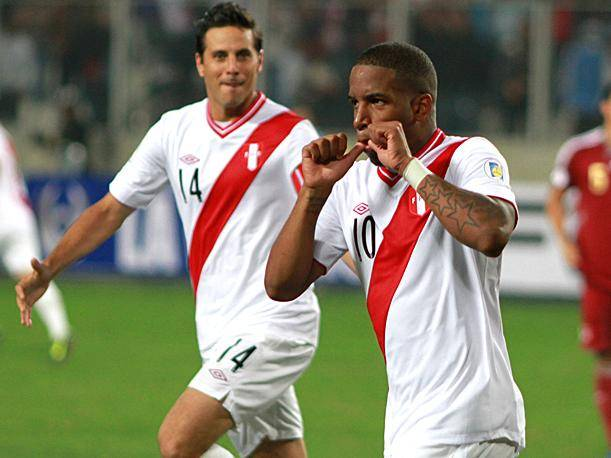 Jefferson Farf&aacute;n sobre Claudio Pizarro: &ldquo;No matemos al que falla (penales)&rdquo;