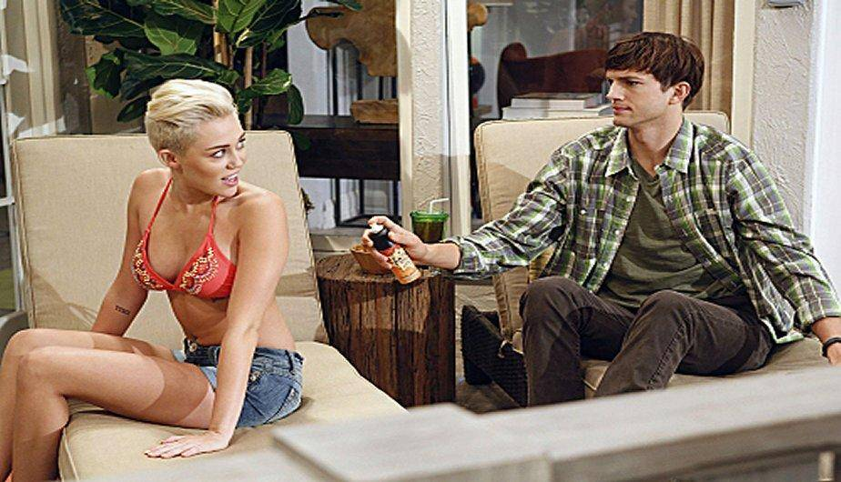 Miley Cyrus y el sexy vestuario que usó en Two And A Half Men (FOTOS)