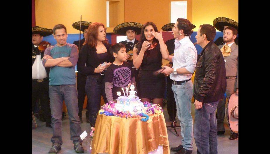 Maricarmen Mar&iacute;n celebr&oacute; su cumplea&ntilde;os en el set de &#039;Para Ellas&#039; (FOTOS)