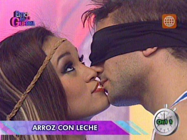 Esto es Guerra: Angie Arizaga se mostr&oacute; indiferente con Nicola Porcella en &#039;Besito en la boca&#039;