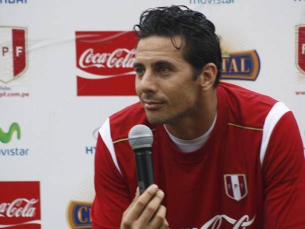 Claudio Pizarro: &quot;No me afecta que me molesten con el penal fallado&quot;