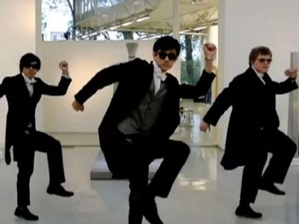 Alumnos de exclusivo colegio ingl&eacute;s graban parodia del &quot;Gangnam Style&quot; (VIDEO)