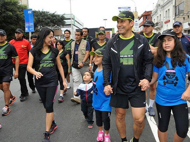 Ollanta Humala y Nadine Heredia participan en maratón We Run Lima 10K (VIDEO)