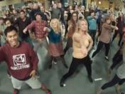 Elenco de The Big Bang Theory realiza flashmob con la canción Call Me Maybe (VIDEO)
