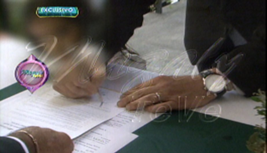 Tula Rodríguez estampa su firma (Foto: Captura de TV).