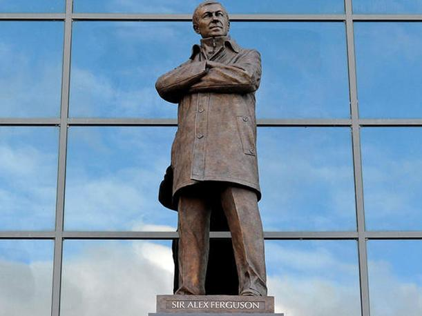 Manchester United inmortalizó a Alex Ferguson con estatua en Old Trafford (VIDEO)