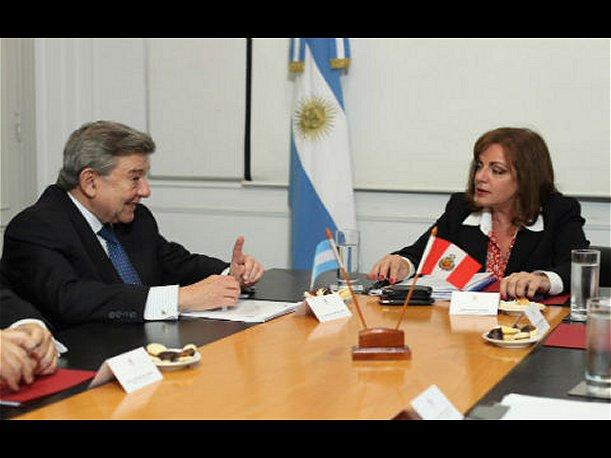 Rafael Roncagliolo sostuvo reuni&oacute;n con ministra de Seguridad de Argentina