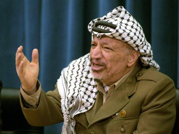 Exhuman los restos del hist&oacute;rico l&iacute;der palestino Yaser Arafat (VIDEO)