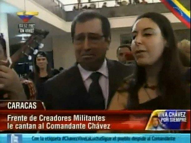 Hugo Chávez: Su hermano se quiebra y llora durante funerales de Estado (VIDEO)