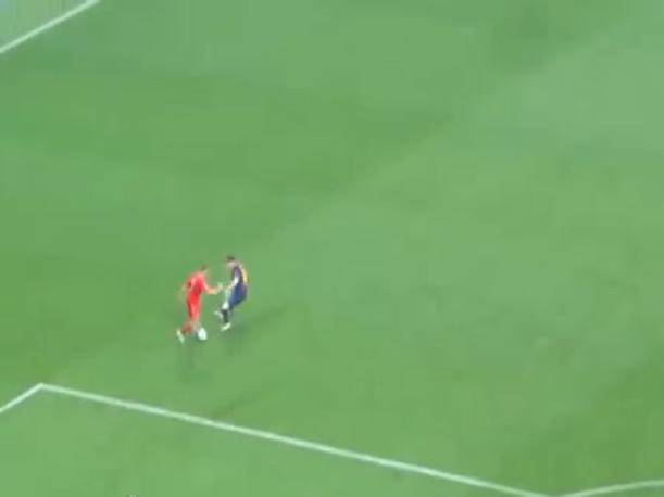 Bayern vs. Barcelona: Así quedó Lionel Messi tras un amague de Frank Ribéry (VIDEO)