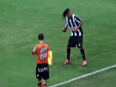 ¿Por qué Ronaldinho causa polémica? (VIDEO)