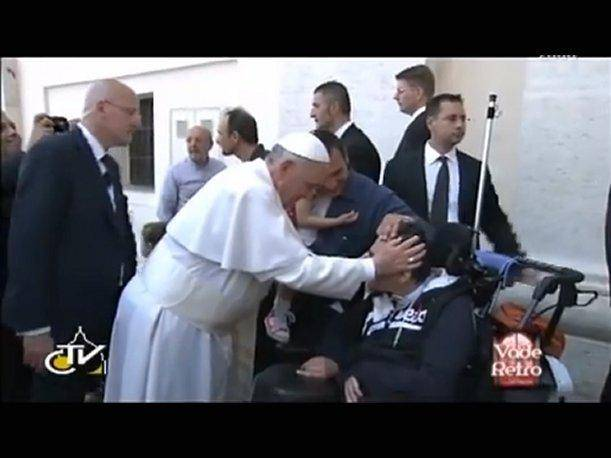 Vaticano: TV de los obispos italianos dice que el papa hizo un exorcismo (VIDEO)