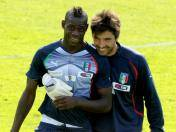 Mira el duelo entre Mario Balotelli y Gianluigi Buffon (VIDEO)