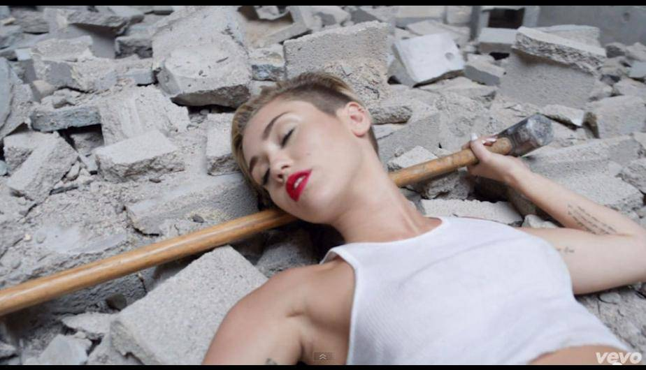 ''Wrecking Ball'' es el nuevo video de Miley Cyrus. (Foto: Captura de video)