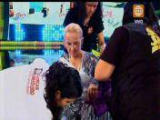 """El gran show"": Regina Alcóver sufrió accidente durante ensayo (VIDEO)"