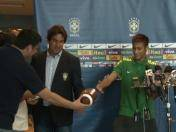 Neymar fue desafiado en conferencia de prensa (VIDEO)