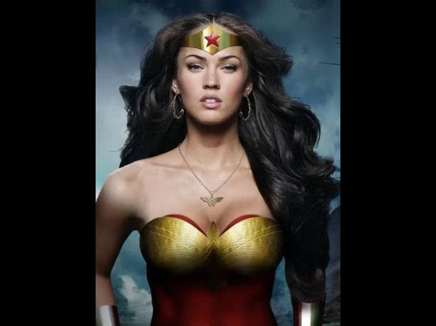 Megan Fox Superman 520x245 Megan Fox Pamuqa Megan Fox Body Paint