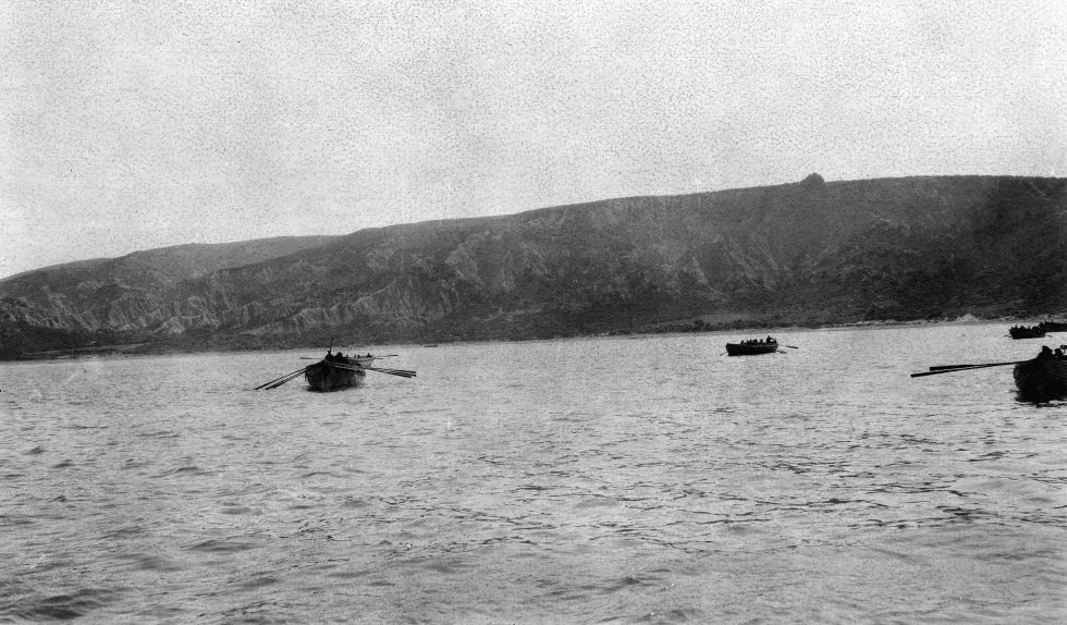 Tropas en el mar de Galipolí el 25 de abril de 1915. (Foto: Australian War Memorial collection)