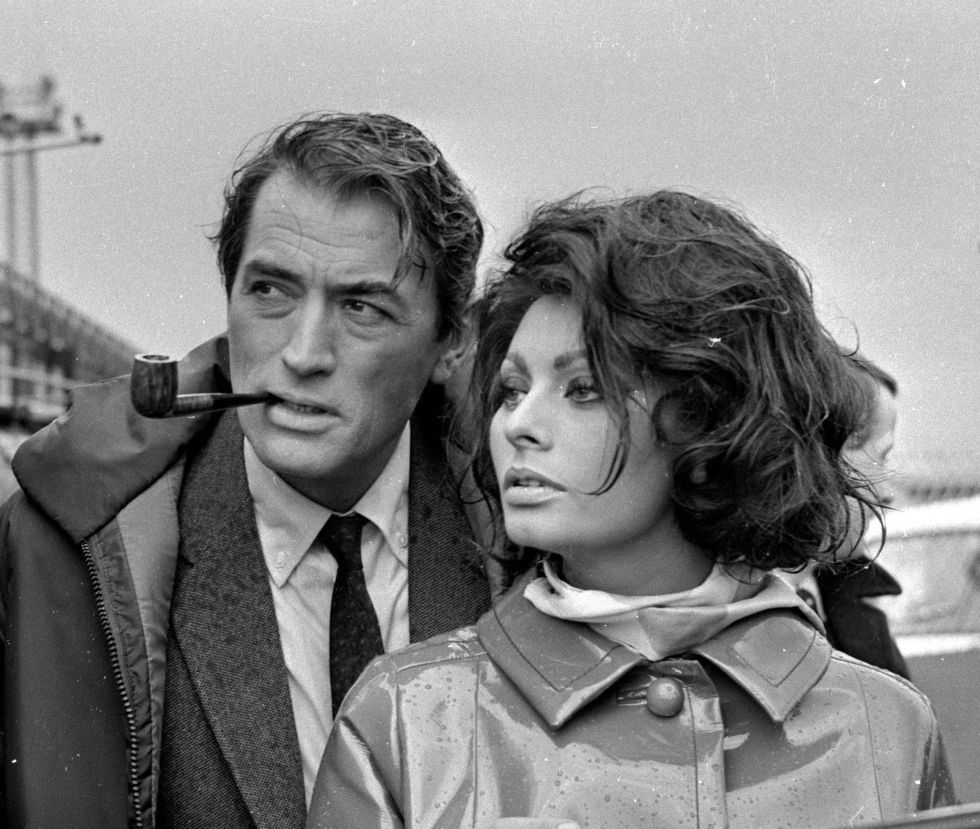 Gregory Peck y Sophia Loren en 1965 durante el rodaje de 'Arabesque'. (Foto: Getty Images)