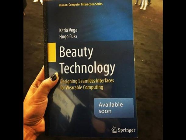 El manual de su proyecto Beauty Technology. (Foto: Facebook)