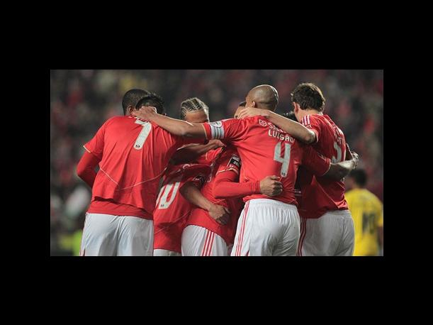Invicto de local Benfica avanza en la Champions League