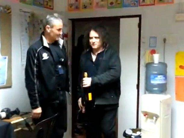 The Cure en Lima: Robert Smith regaló champán a sus teloneros argentinos (VIDEO)