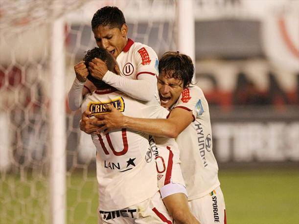 Descentralizado 2013 Universitario vence a UTC y se acerca a los play off