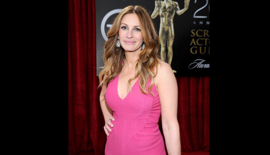 Julia Roberts escogió un Valentino de color rosa. (Foto: Getty Images)
